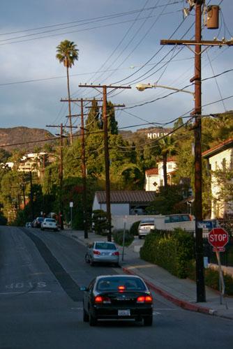 La rue qui mène chez moi.