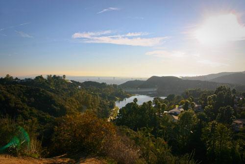 Hollywood reservoir que je surplombe par un petit single track - ma maison se trouve serrière la colline à gauche
